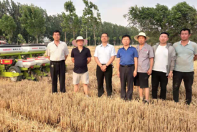 Debont and Hebei Quzhou Experimental Station of China Agricultural University held a demonstration meeting on the performance of seeders.